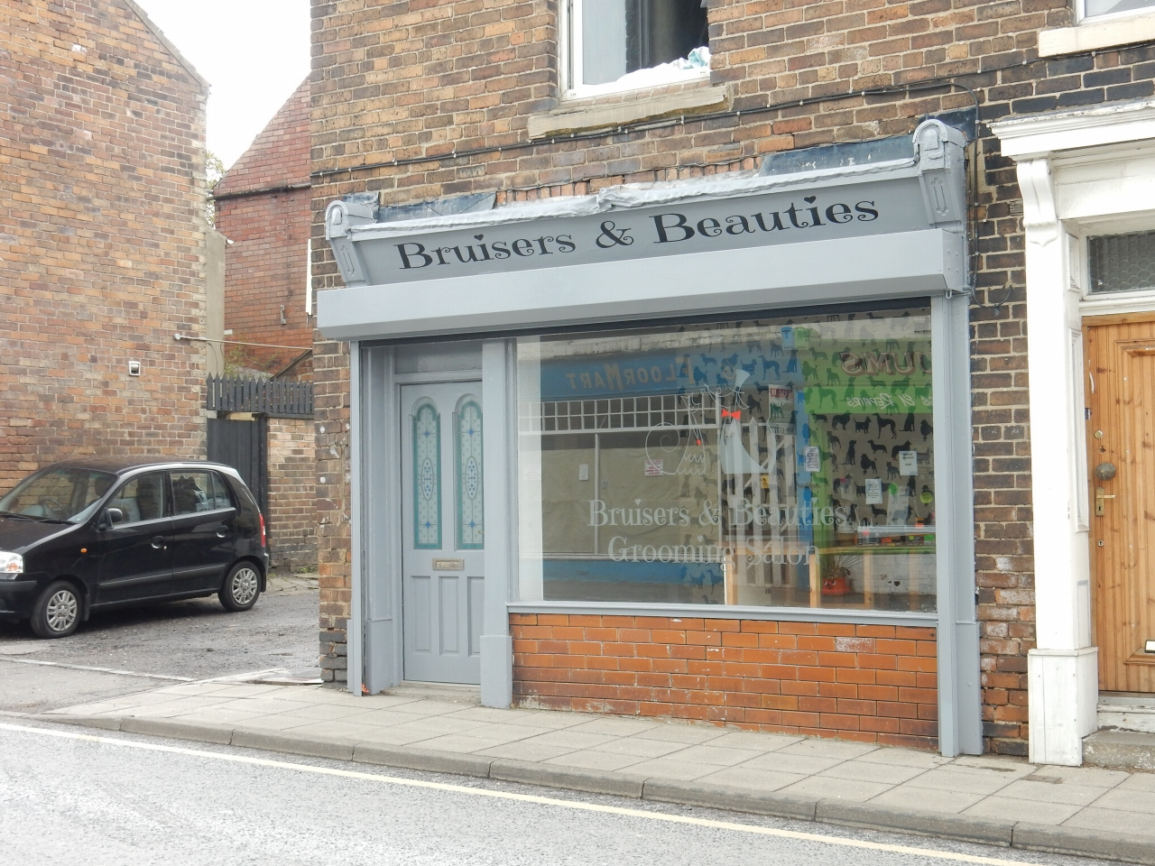 Shop To Let in Crook - Photograph 1.