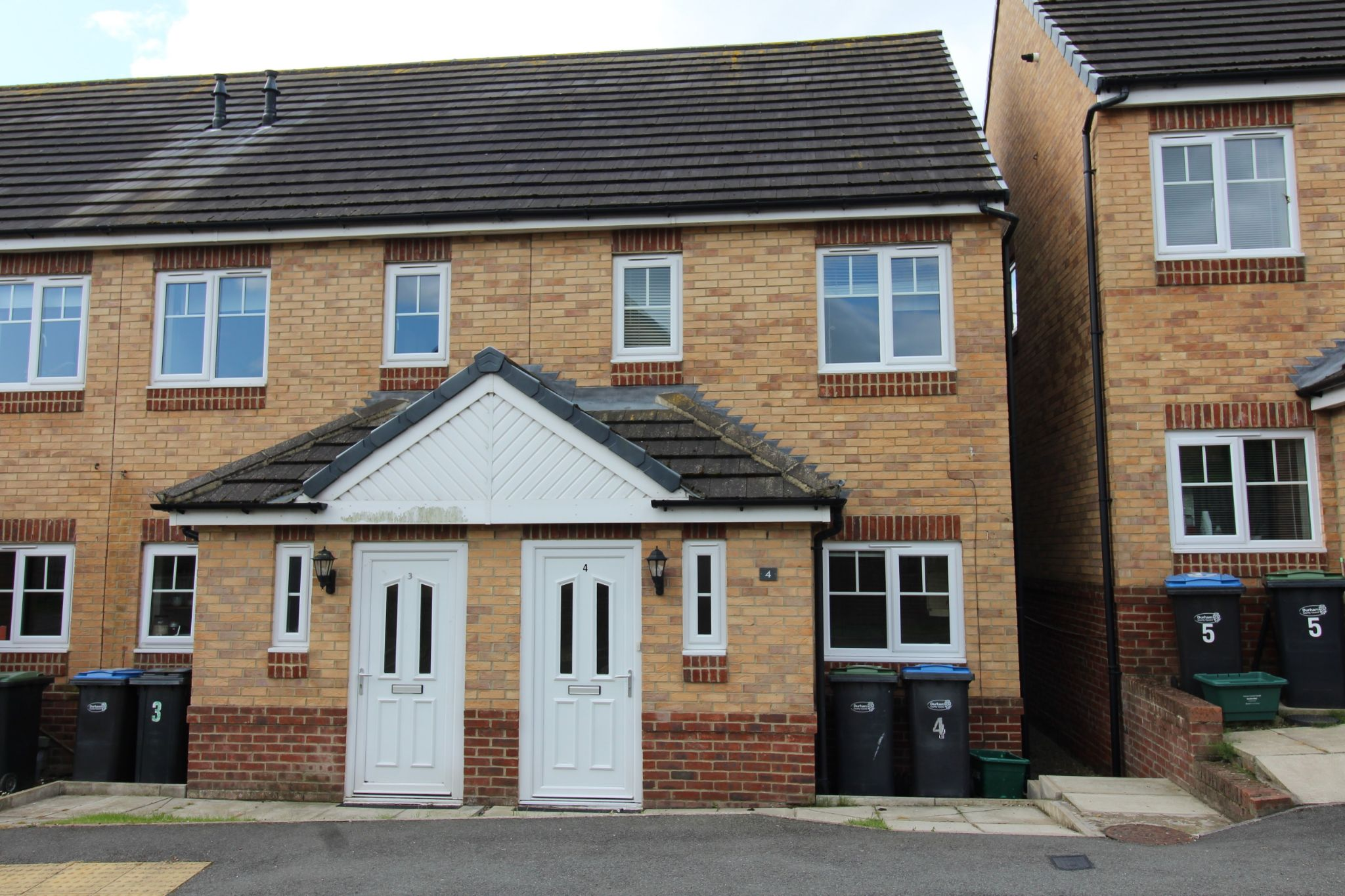 3 bedroom end terraced house Let in Durham - Photograph 1.