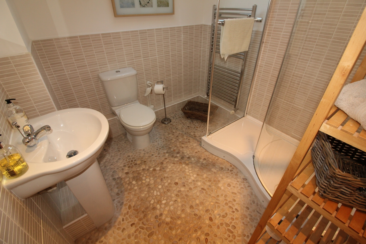 2 bedroom mid terraced house SSTC in Wolsingham - Photograph 5