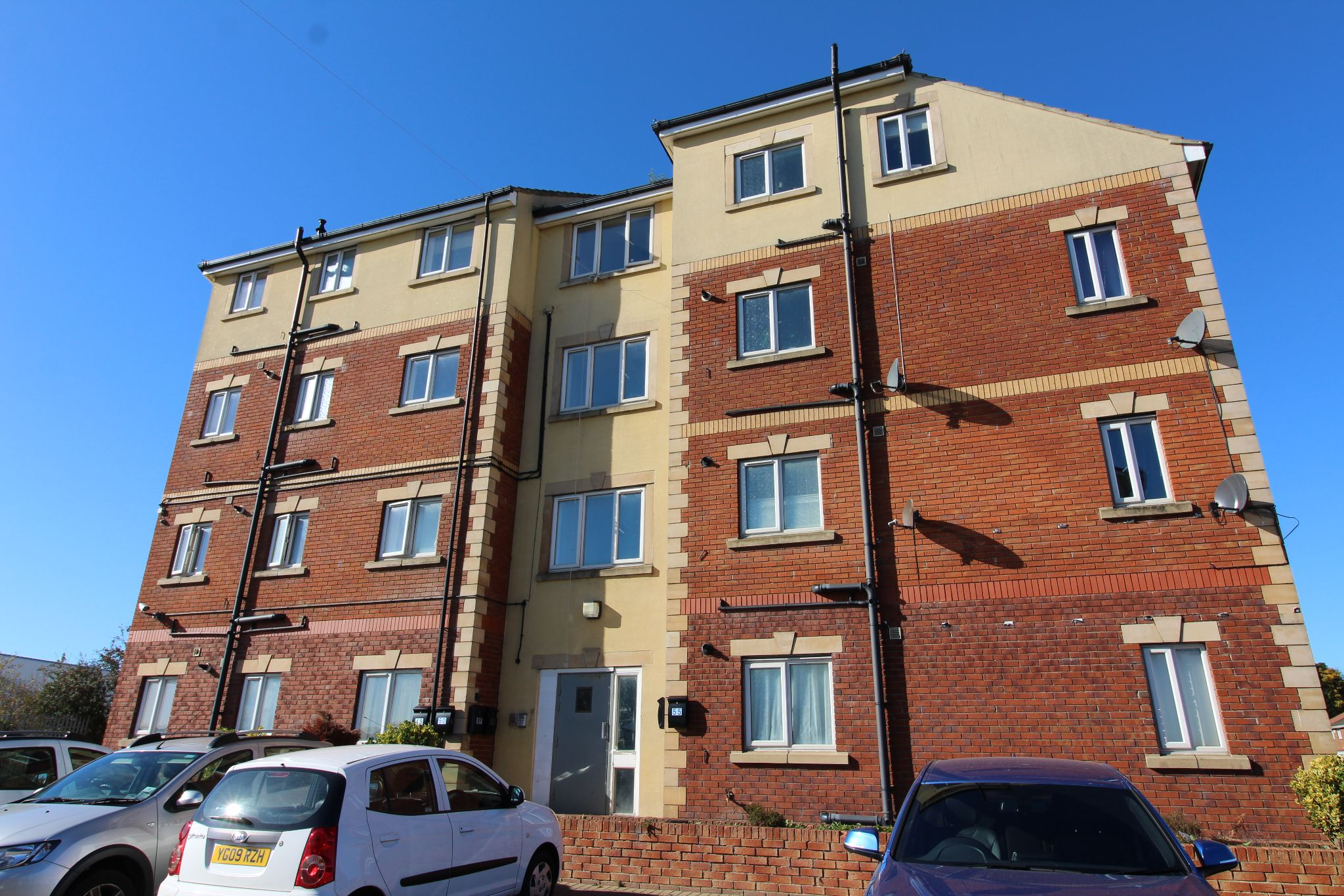 2 bedroom apartment flat/apartment Let in Bishop Auckland - Photograph 1.