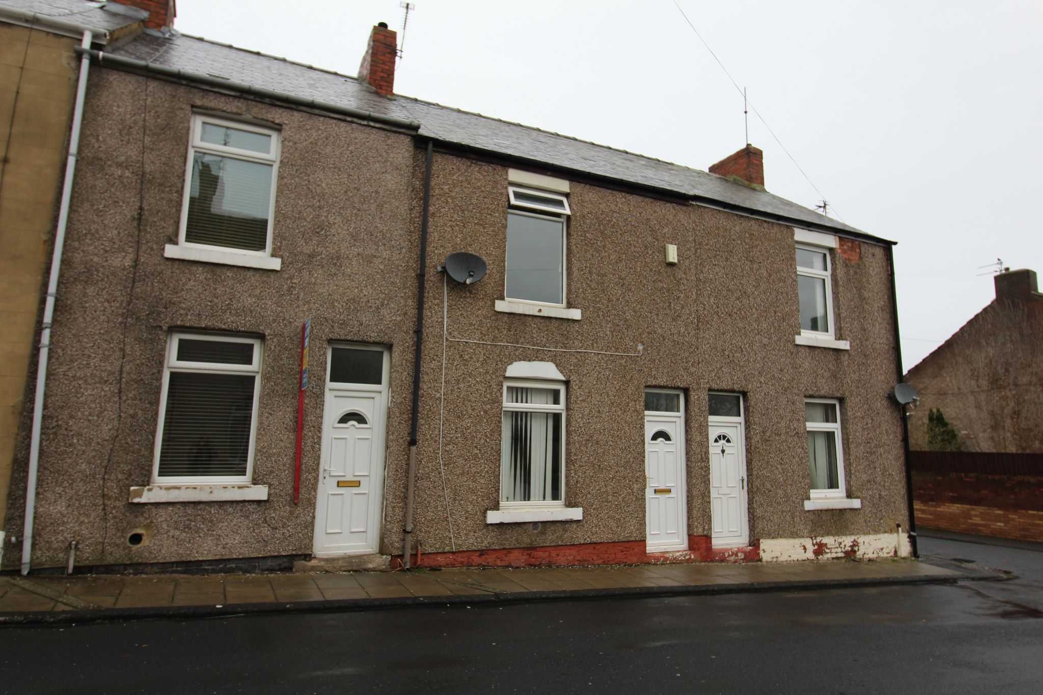 2 bedroom mid terraced house Let in Spennymoor - Photograph 1.