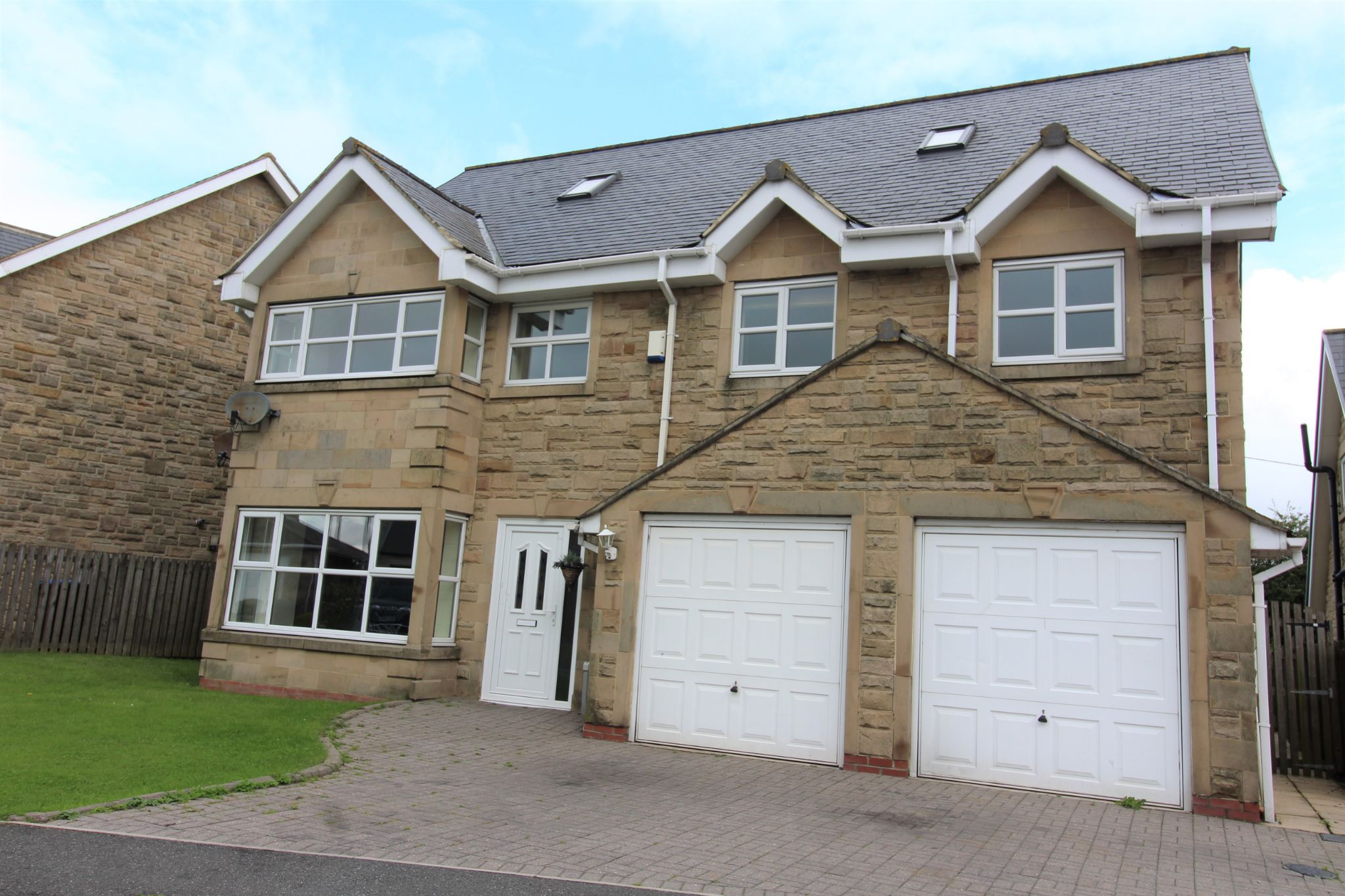 7 bedroom detached house Sale Agreed in Sunniside - Photograph 2.