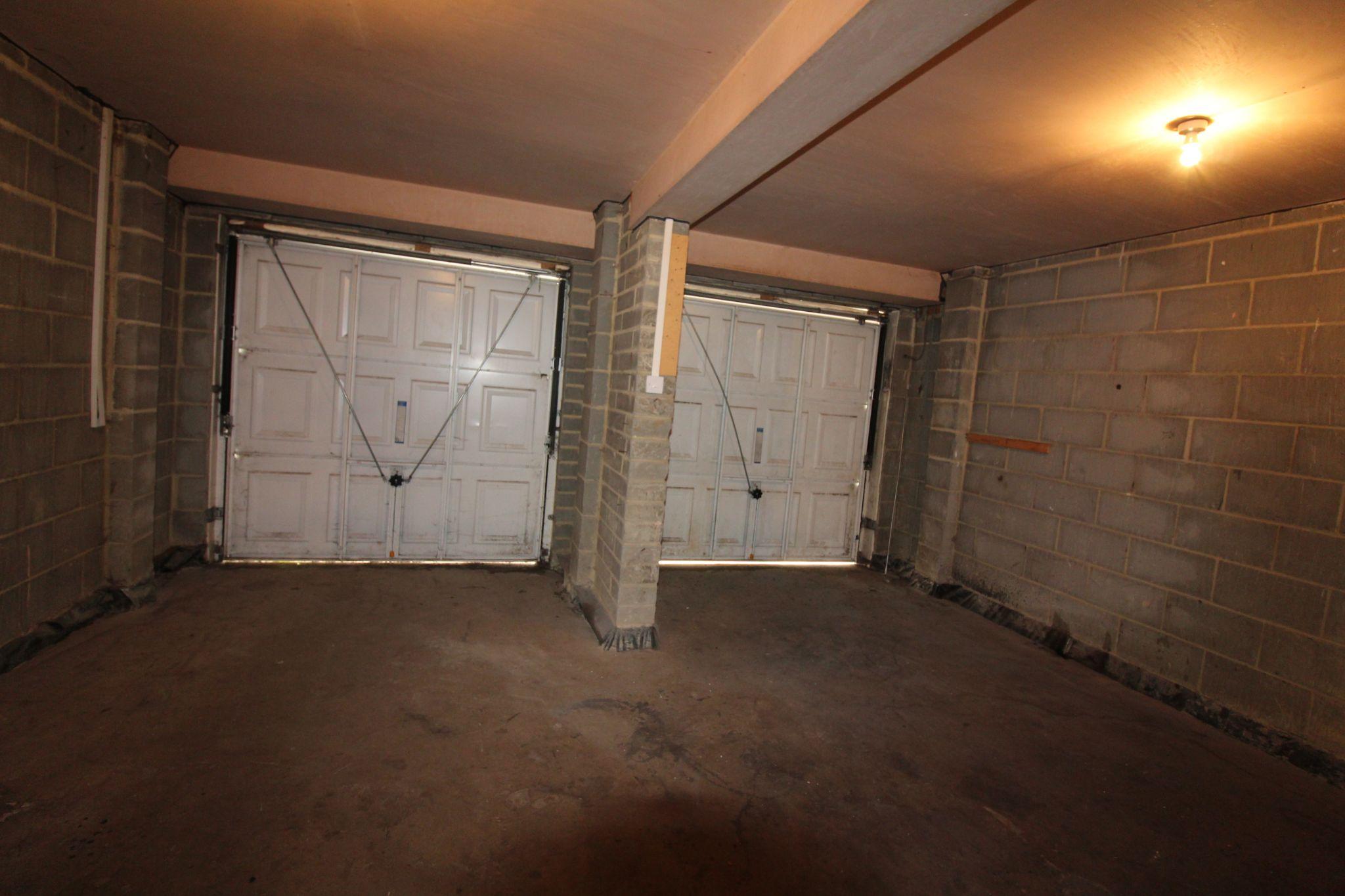 7 bedroom detached house Sale Agreed in Sunniside - Garage.