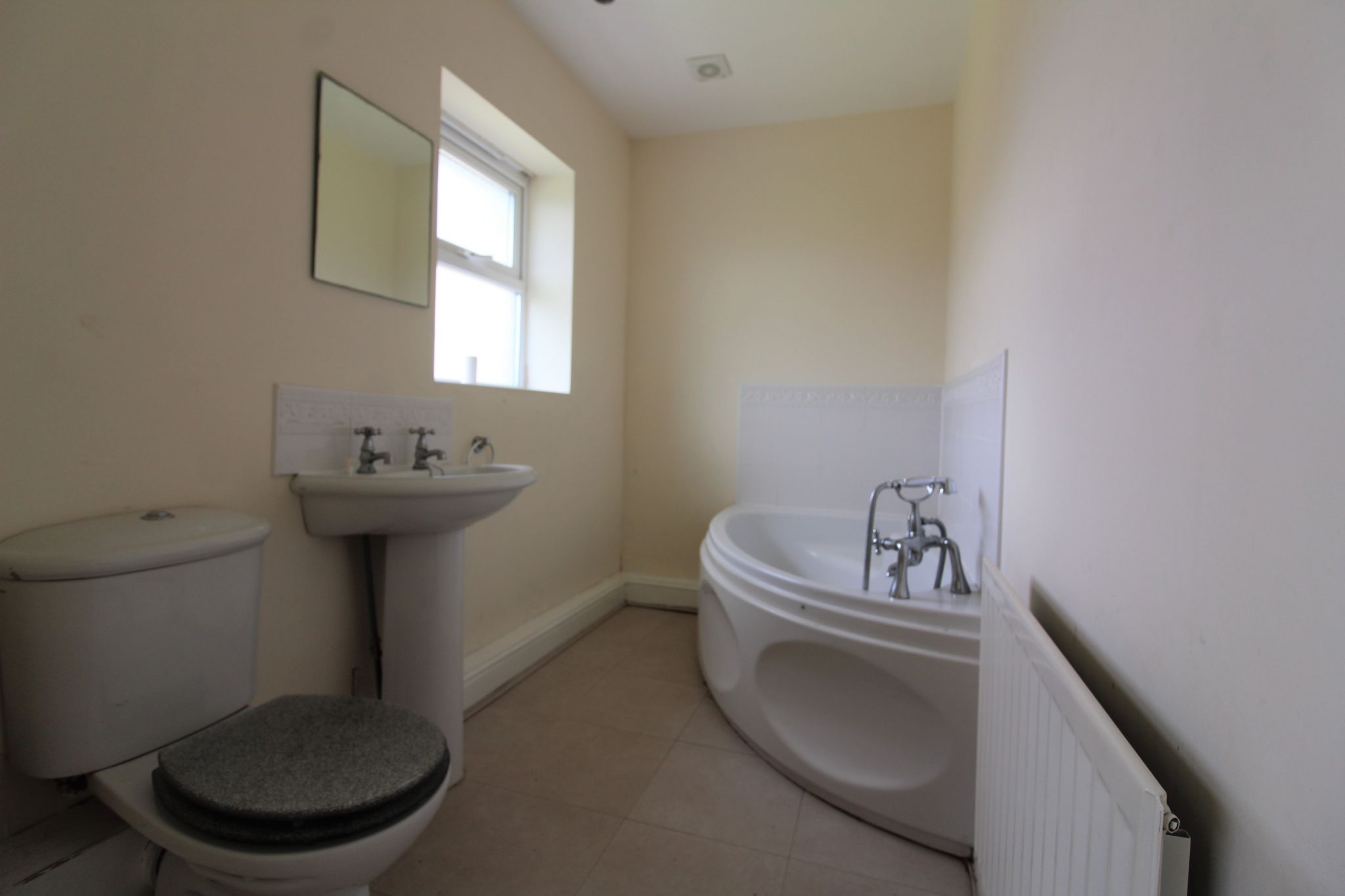 7 bedroom detached house Sale Agreed in Sunniside - Guest Ensuite Bathroom.