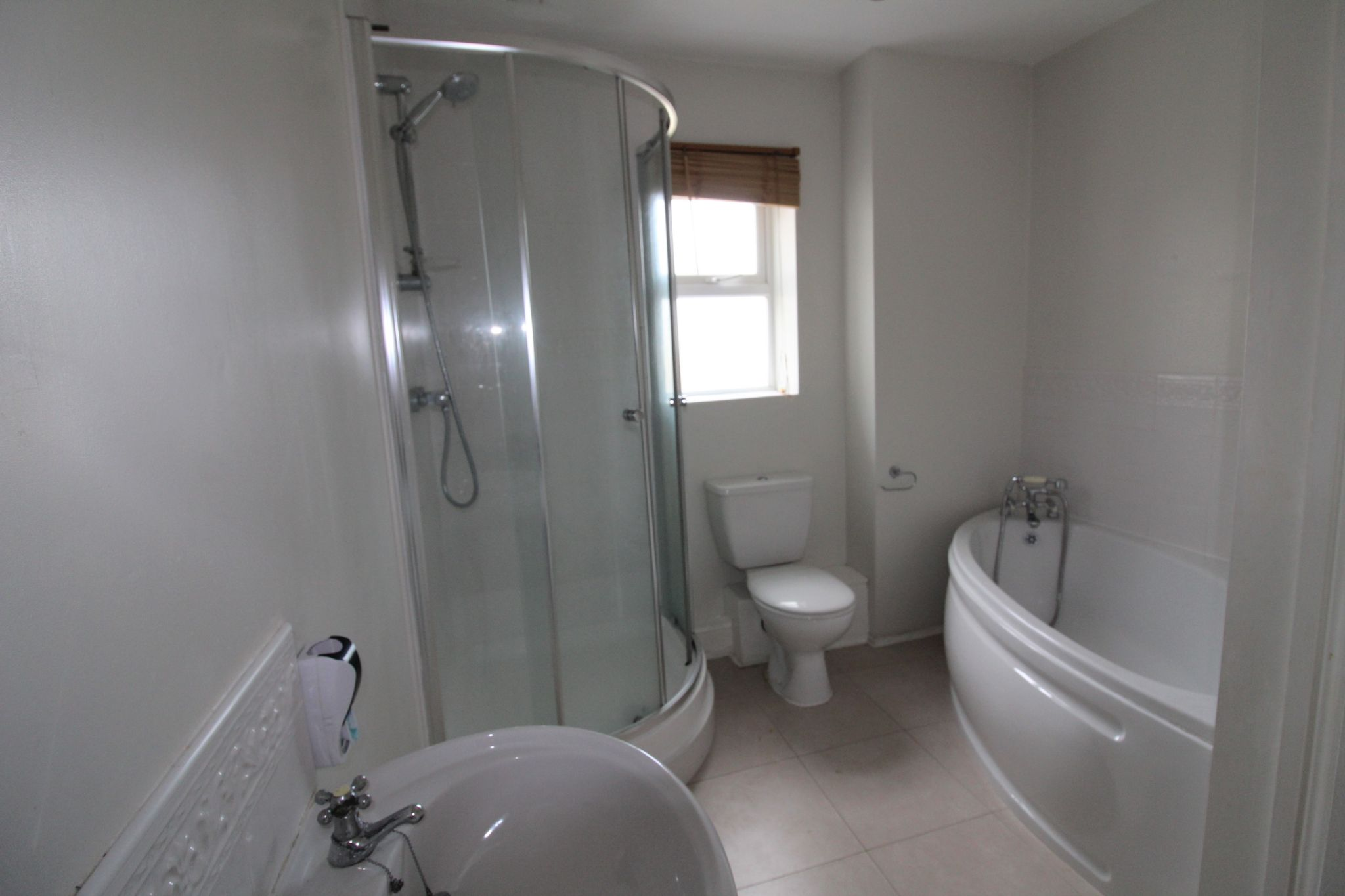 7 bedroom detached house Sale Agreed in Sunniside - Family Bathroom.