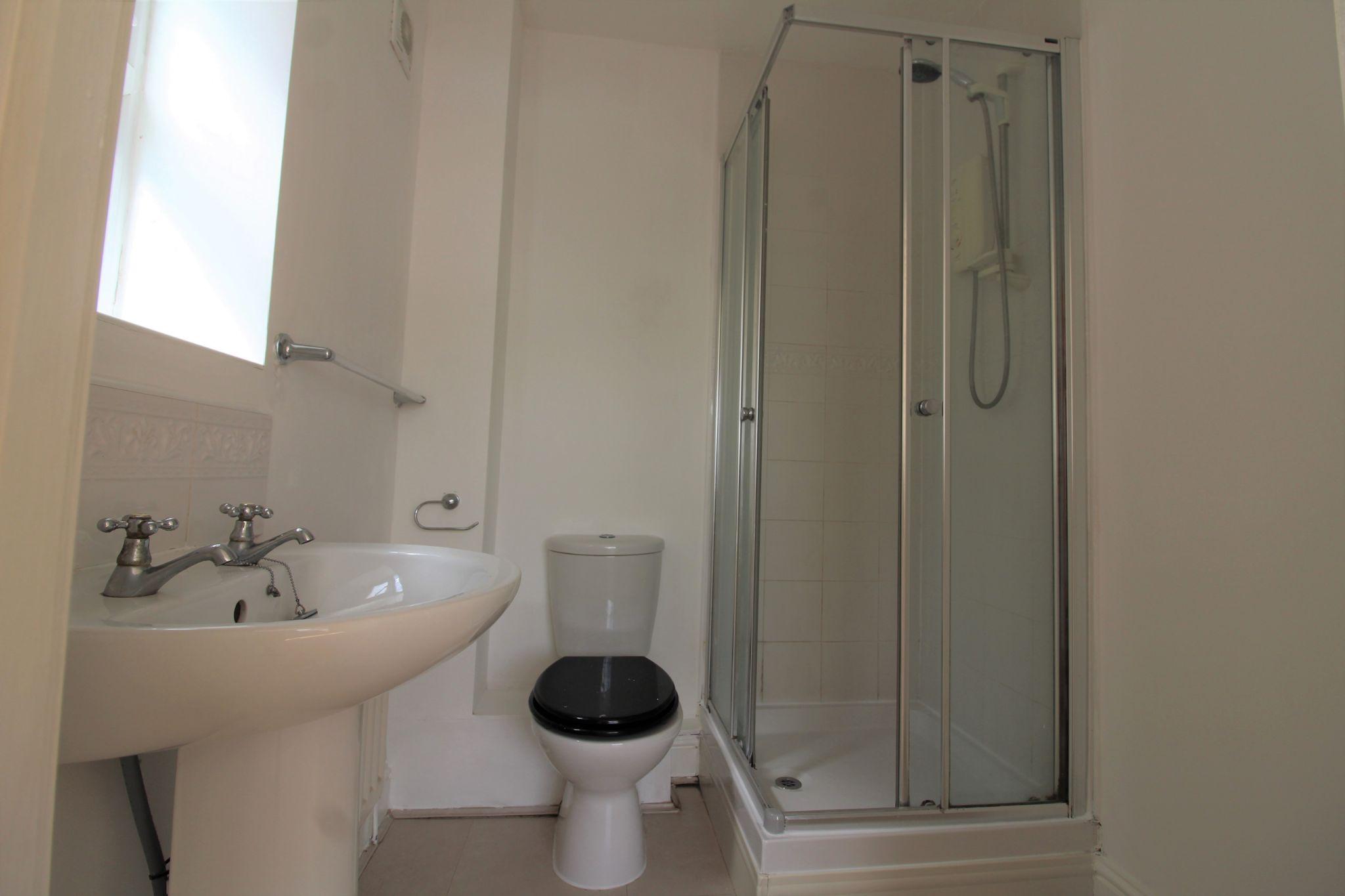 7 bedroom detached house Sale Agreed in Sunniside - Master Ensuite Shower Room.