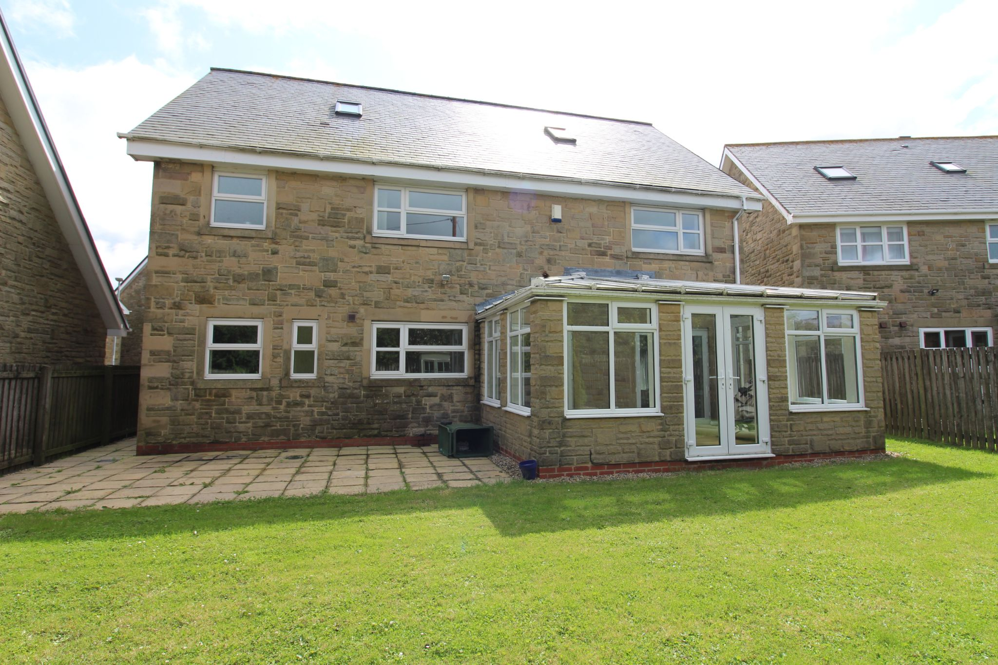 7 bedroom detached house Sale Agreed in Sunniside - Photograph 8.