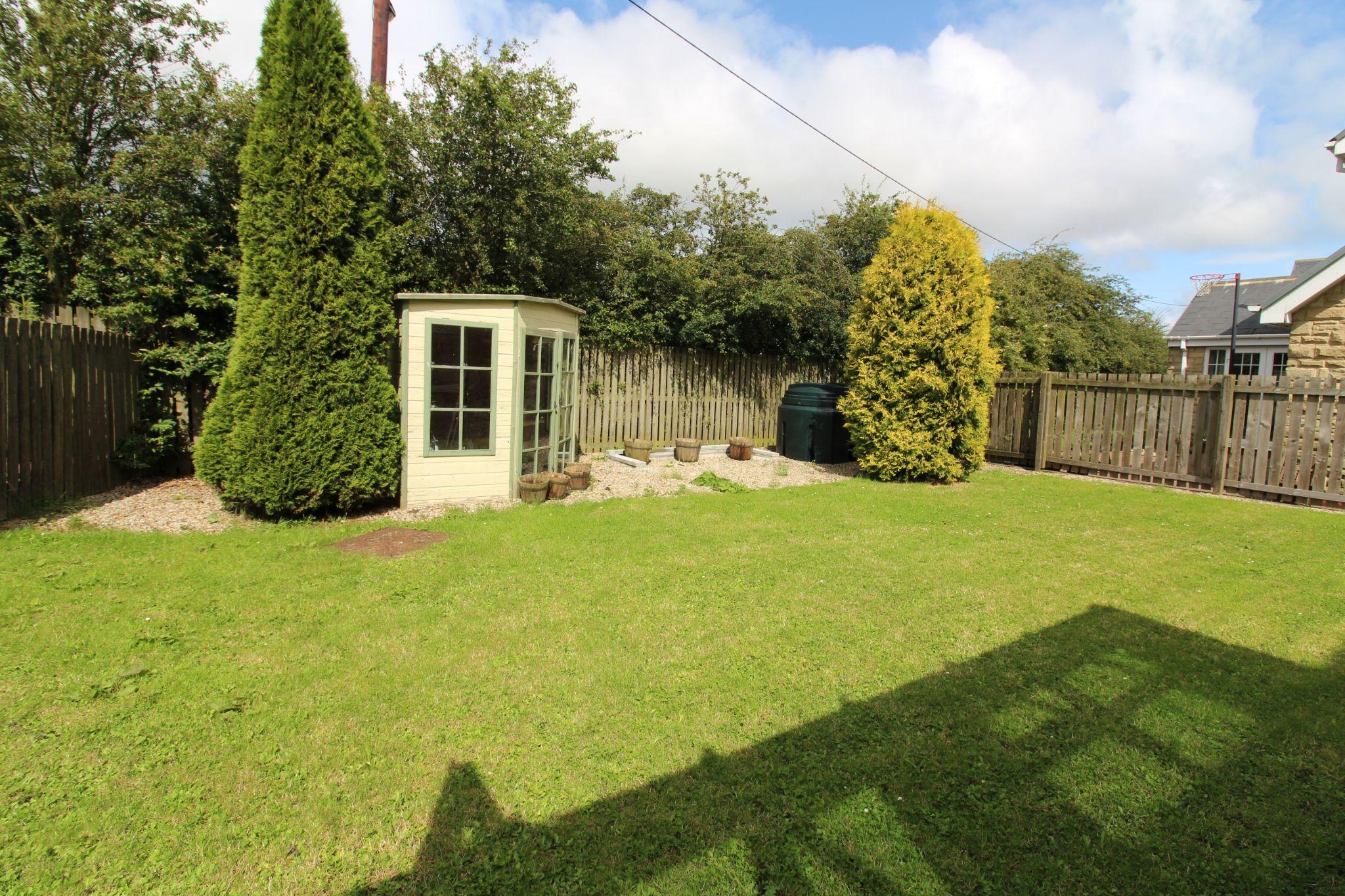 7 bedroom detached house Sale Agreed in Sunniside - Garden.