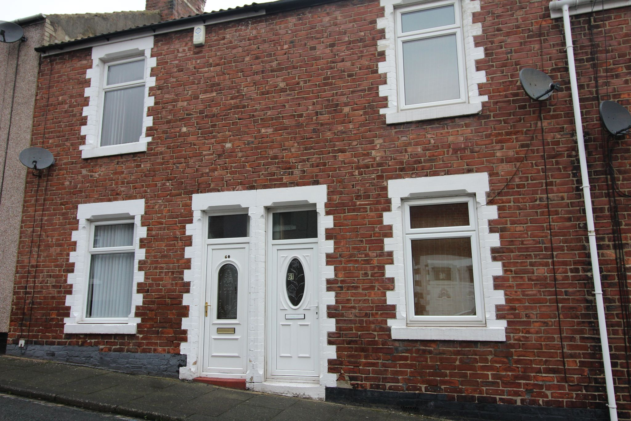 2 bedroom mid terraced house Let in Bishop Auckland - Photograph 2.