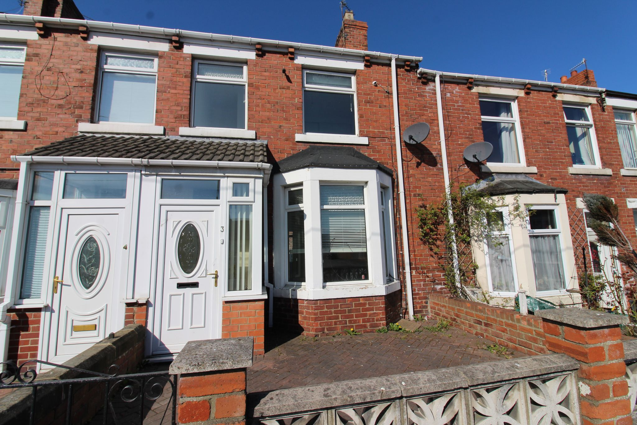 3 bedroom mid terraced house To Let in Durham - Photograph 2.