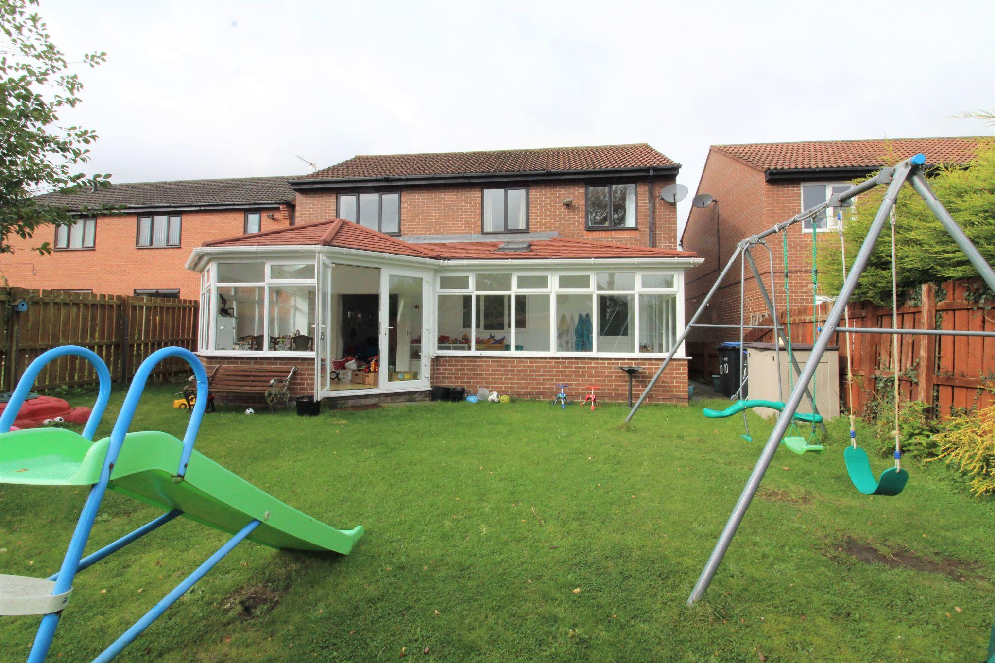 4 bedroom detached house Sale Agreed in Durham - Garden.
