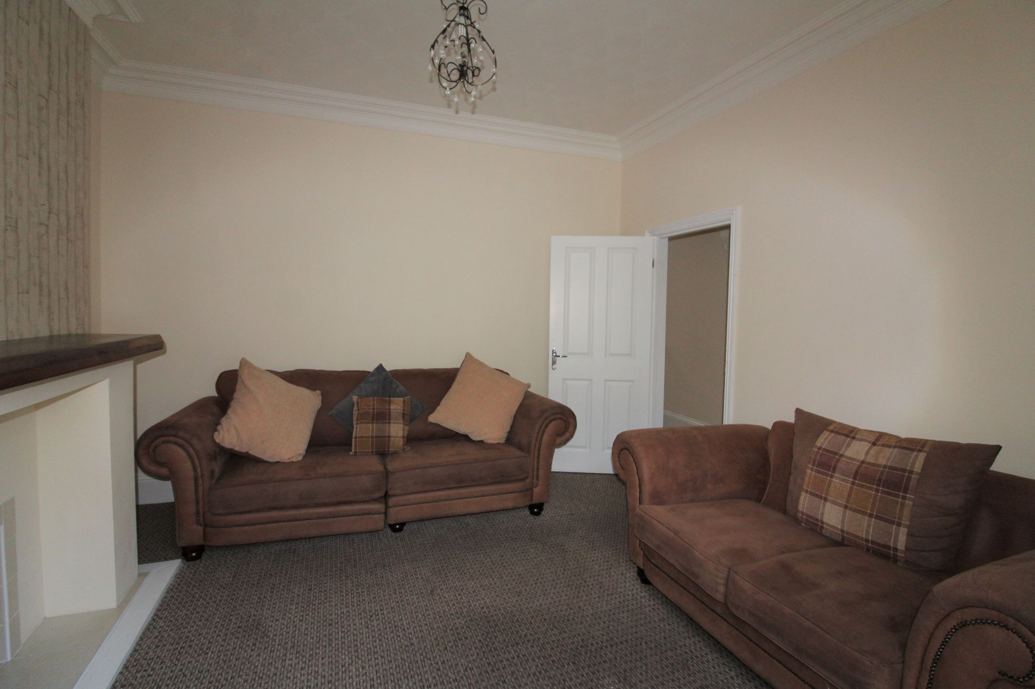 3 bedroom mid terraced house For Sale in Crook - Photograph 4.