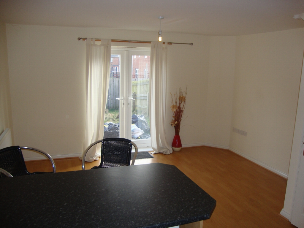 2 bedroom mid terraced house Let in Bishop Auckland - Photograph 3.