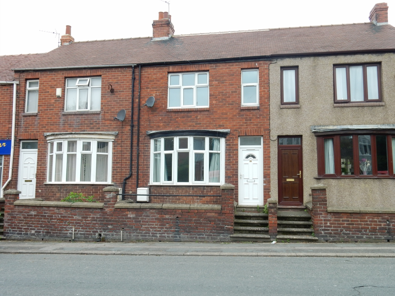 3 bedroom mid terraced house Let in Stockton On Tees - Photograph 1.