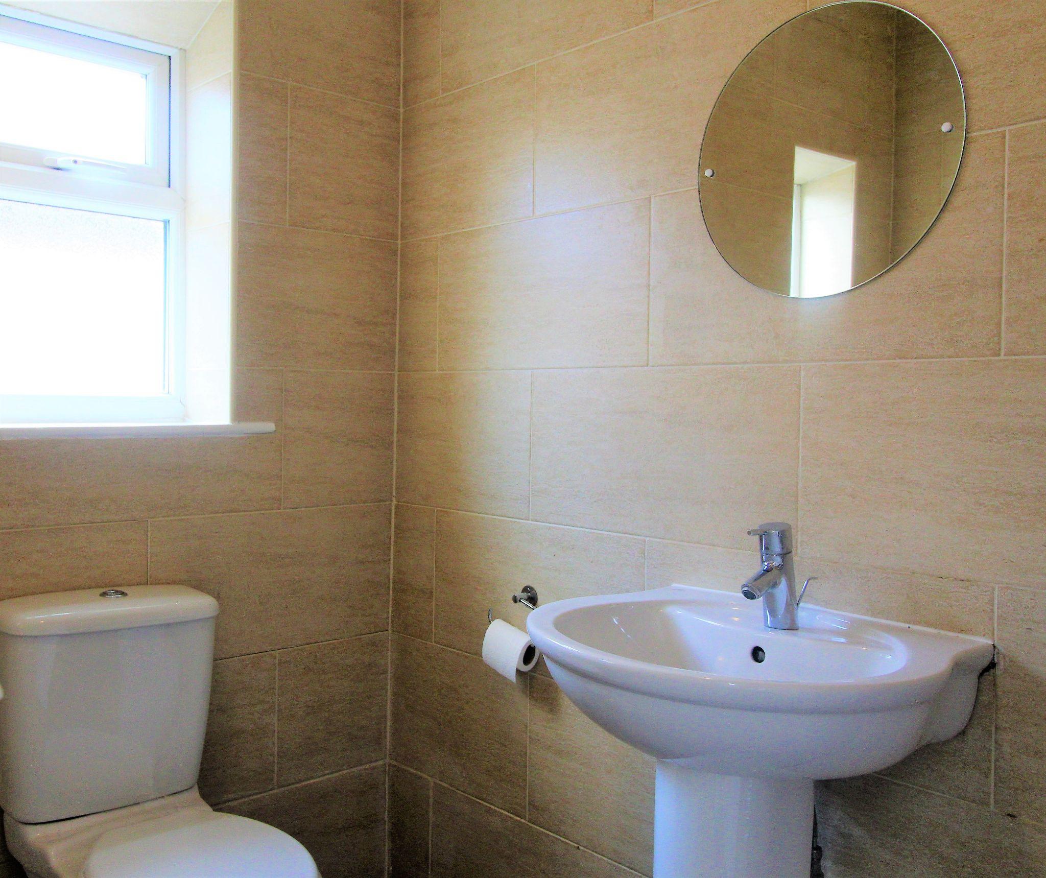 3 Bedroom Detached House For Sale - Bathroom 1