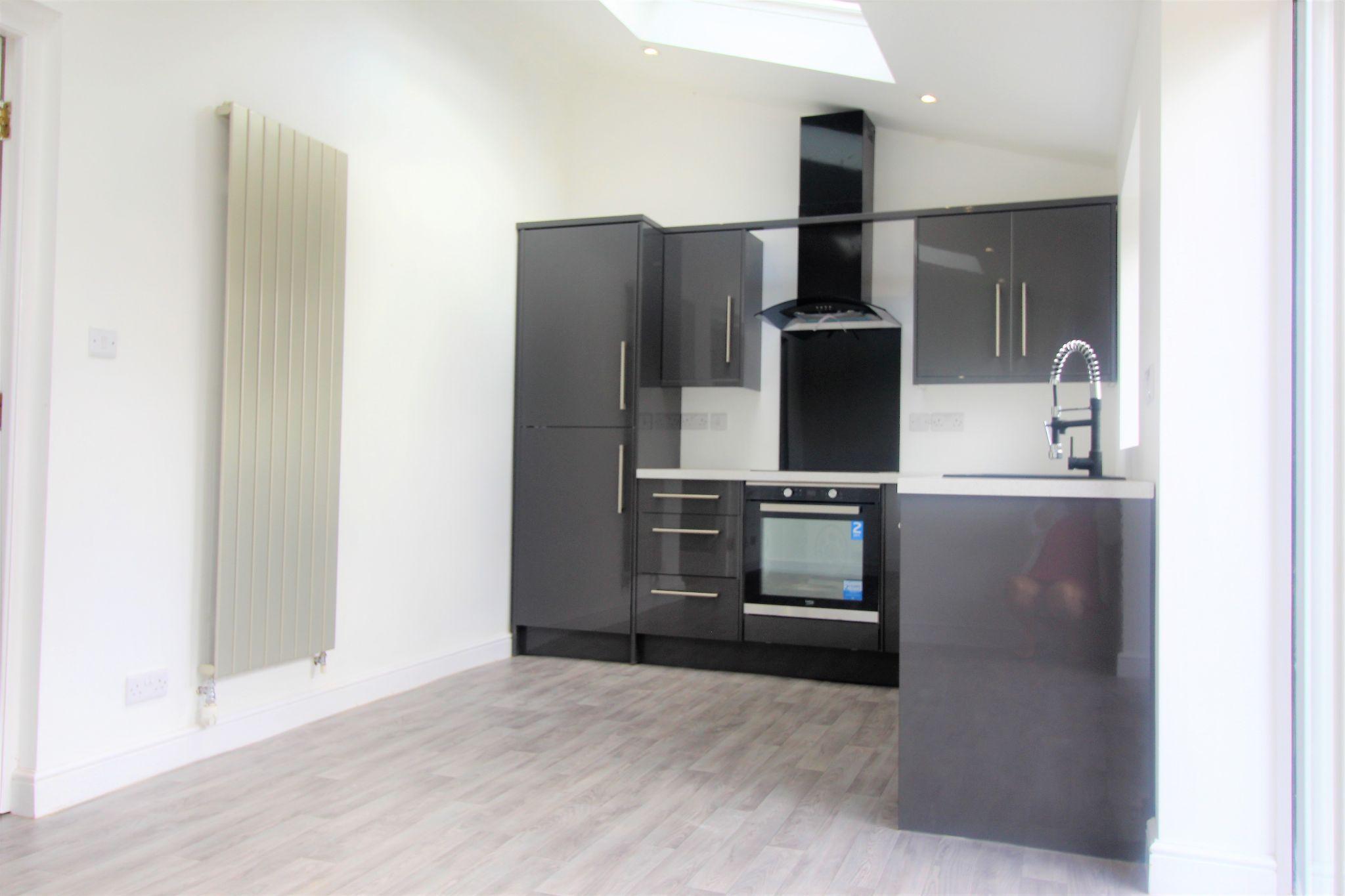 3 Bedroom Detached House For Sale - Kitchen 2