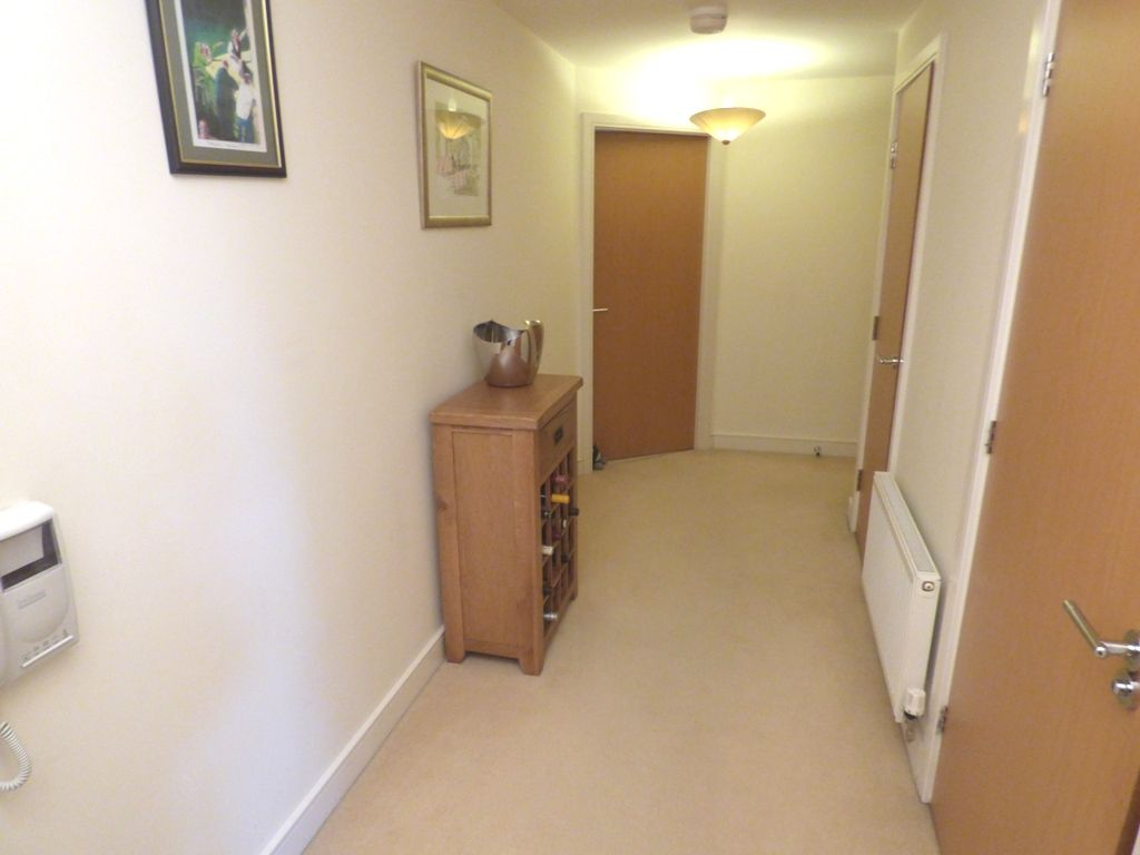 2 Bedroom Apartment Flat/apartment For Sale - Photograph 16