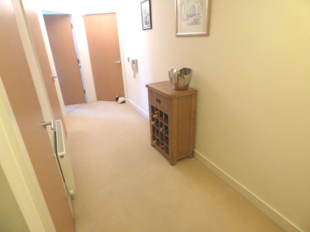 2 Bedroom Apartment Flat/apartment For Sale - Photograph 15