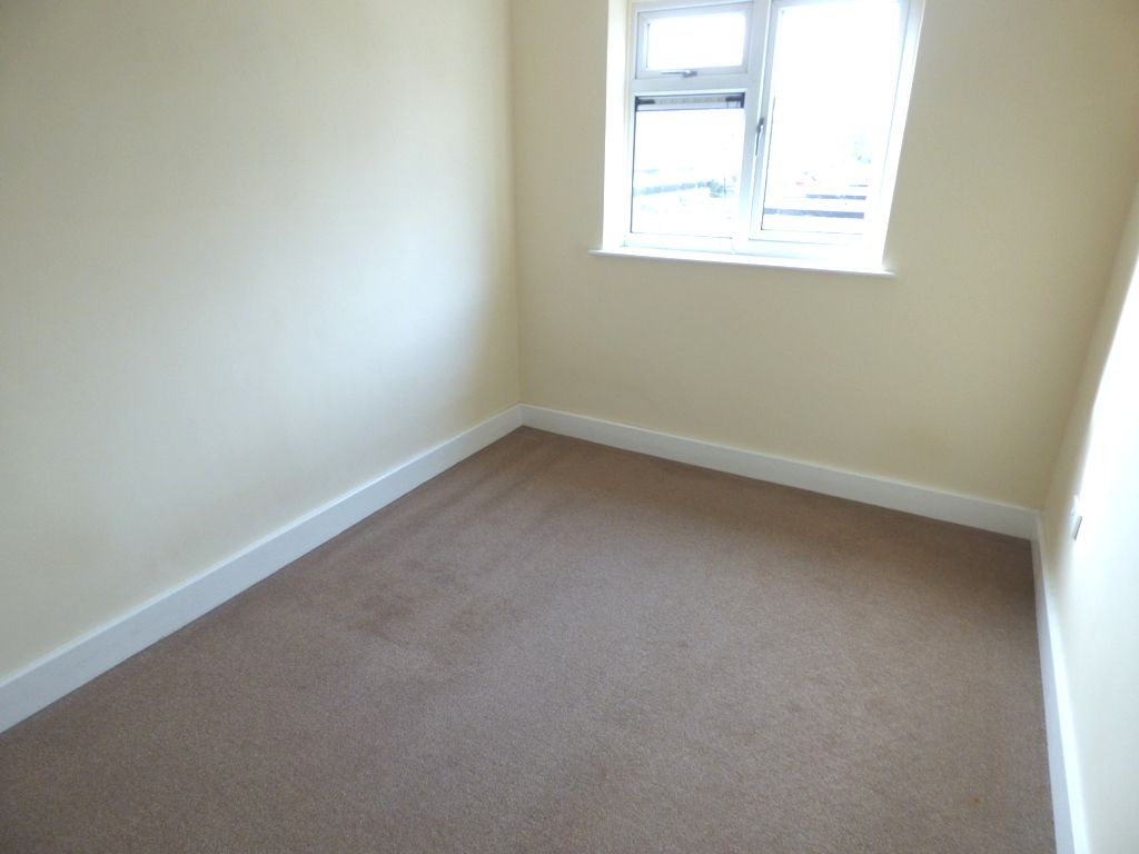 2 Bedroom Flat Flat/apartment For Sale - Photograph 8