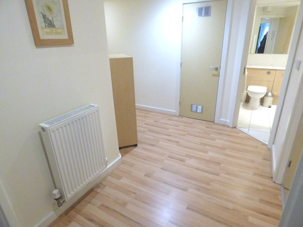 2 Bedroom Apartment Flat/apartment For Sale - Photograph 13