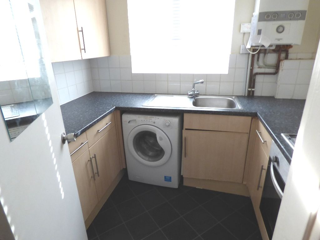1 Bedroom Bedsit Flat/apartment For Sale - Photograph 11