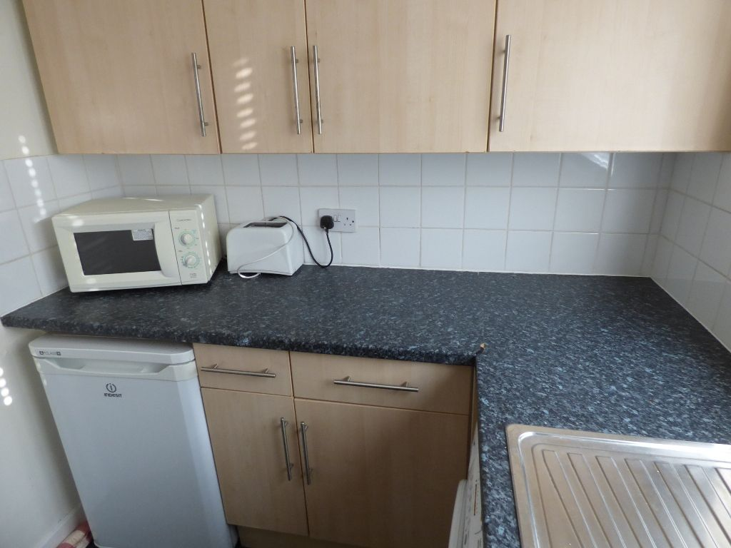 1 Bedroom Bedsit Flat/apartment For Sale - Photograph 12