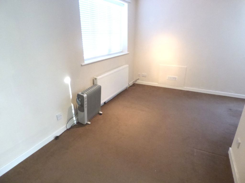 1 Bedroom Bedsit Flat/apartment For Sale - Photograph 15