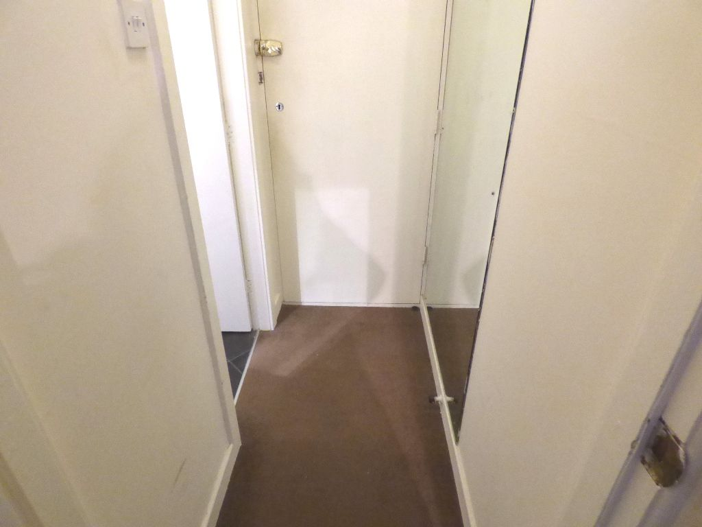 1 Bedroom Bedsit Flat/apartment For Sale - Photograph 8