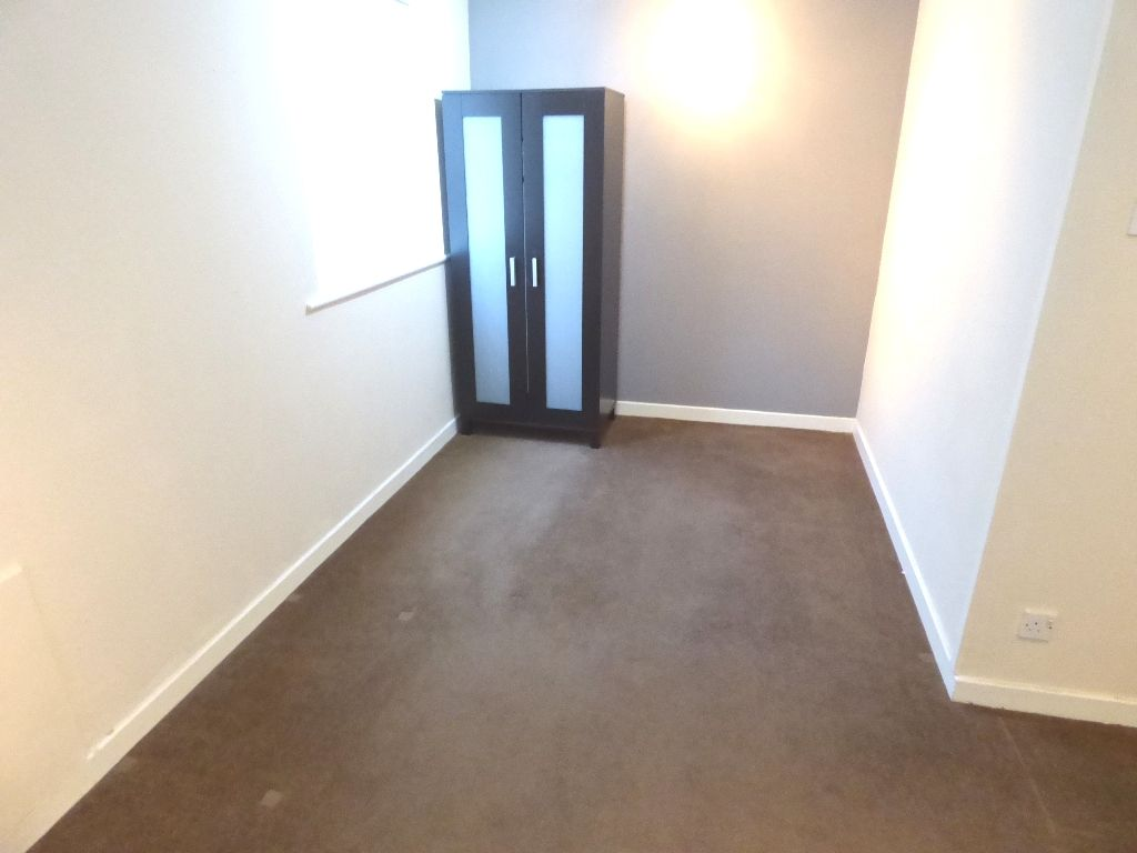 1 Bedroom Bedsit Flat/apartment For Sale - Photograph 13