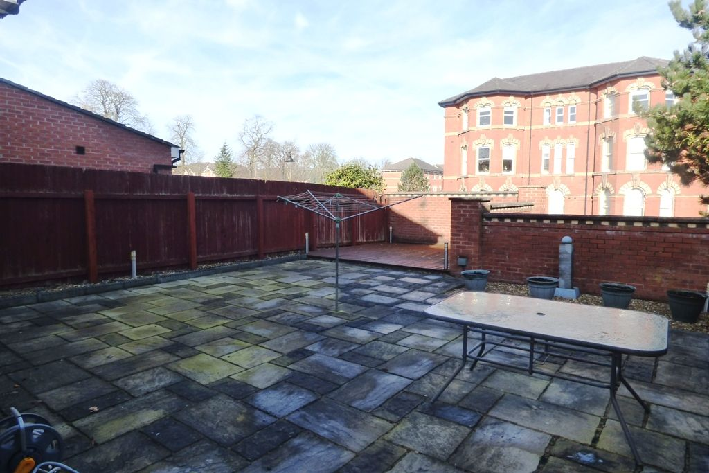 3 Bedroom Detached House For Sale - Photograph 9
