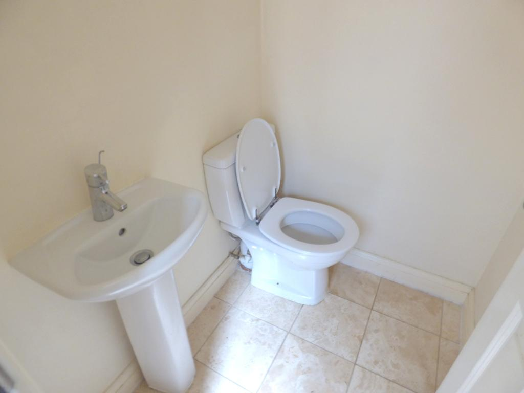 2 Bedroom Flat Flat/apartment For Sale - Photograph 25