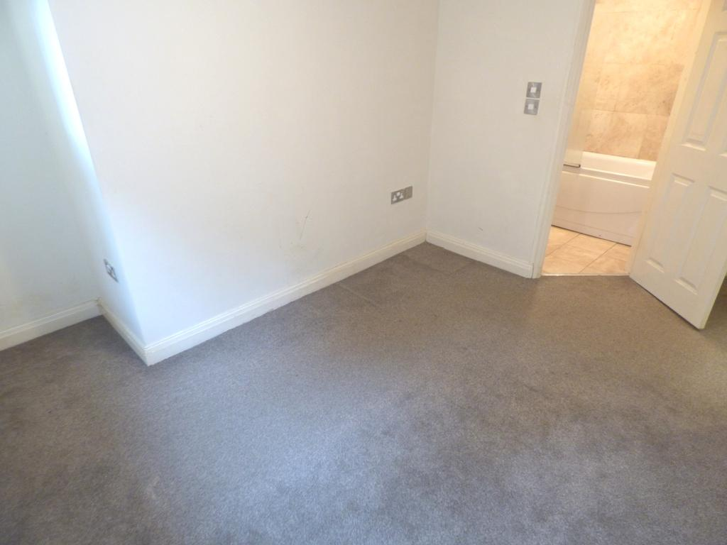 2 Bedroom Flat Flat/apartment For Sale - Photograph 12
