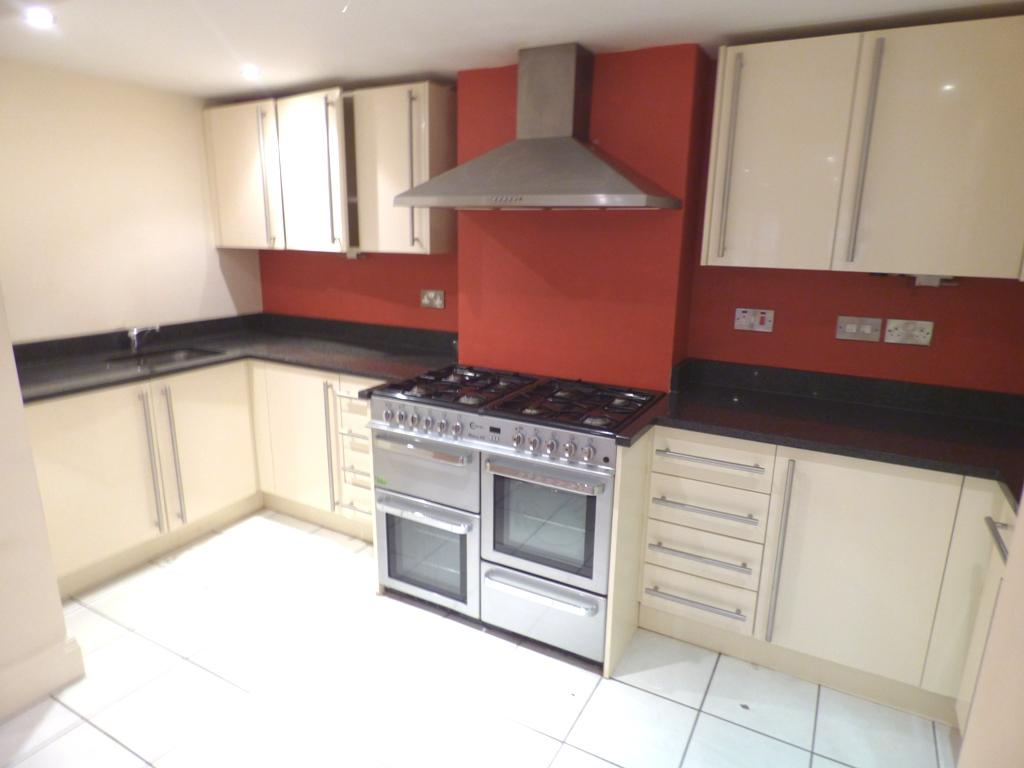 2 Bedroom Flat Flat/apartment For Sale - Photograph 4