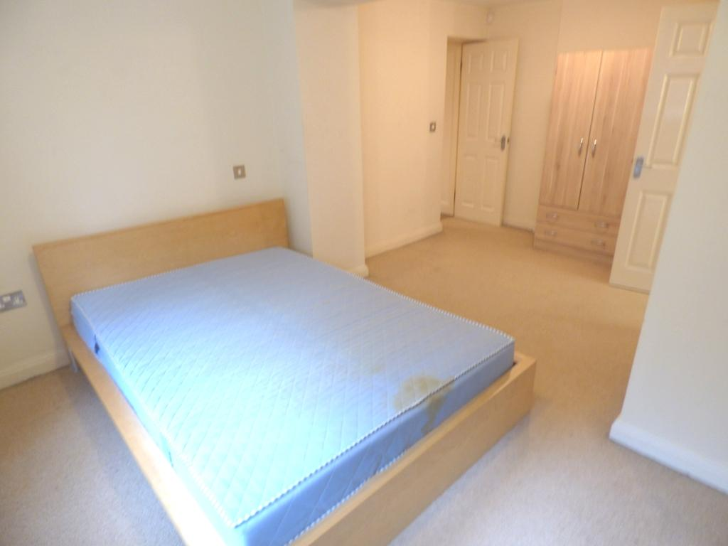 2 Bedroom Flat Flat/apartment For Sale - Photograph 16