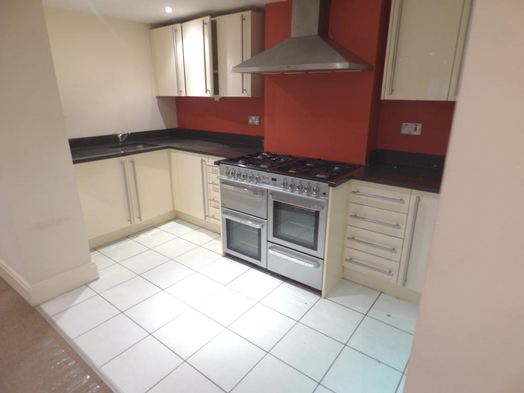 2 Bedroom Flat Flat/apartment For Sale - Photograph 5