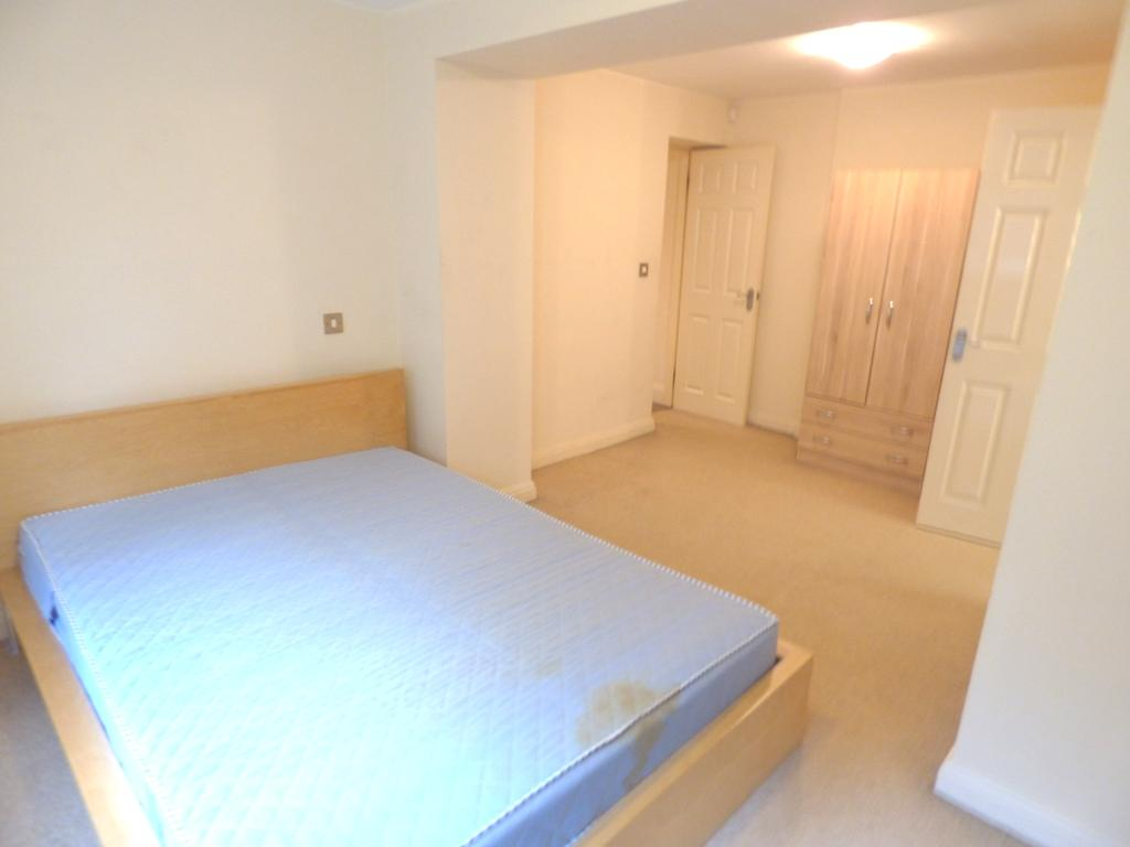 2 Bedroom Flat Flat/apartment For Sale - Photograph 9