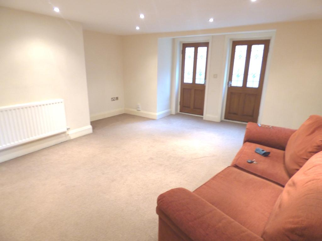 2 Bedroom Flat Flat/apartment For Sale - Photograph 3