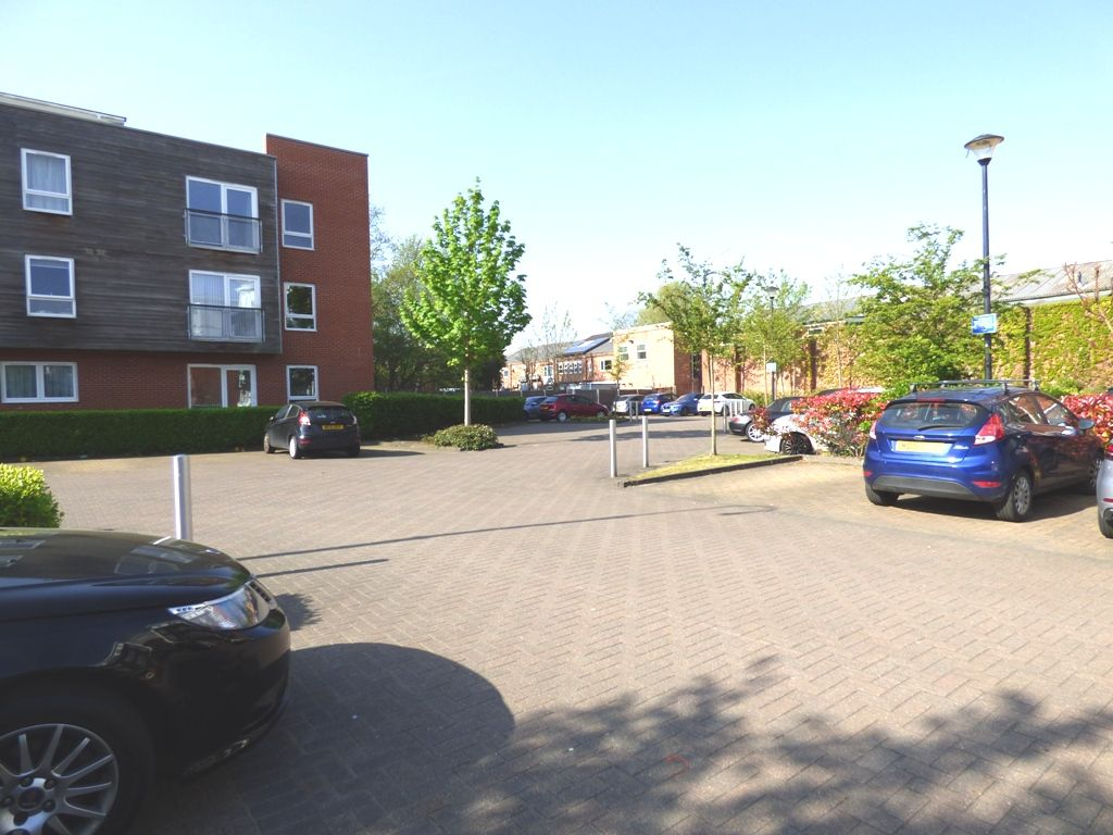 2 Bedroom Apartment Flat/apartment For Sale - Photograph 24