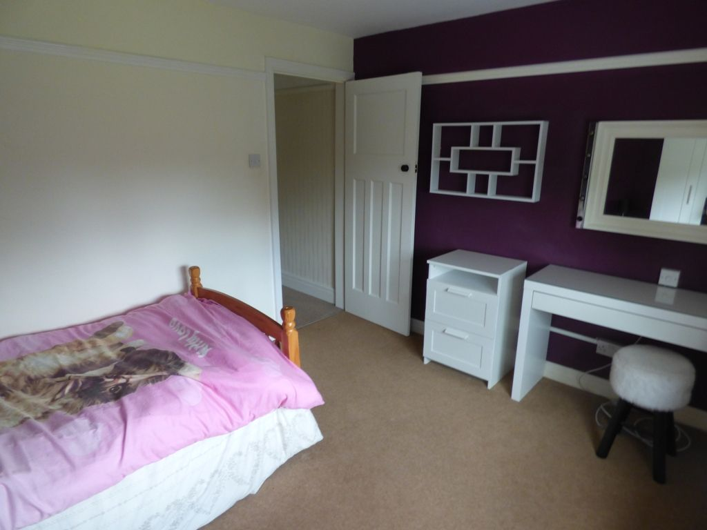 4 Bedroom Semi-detached House For Sale - Photograph 29