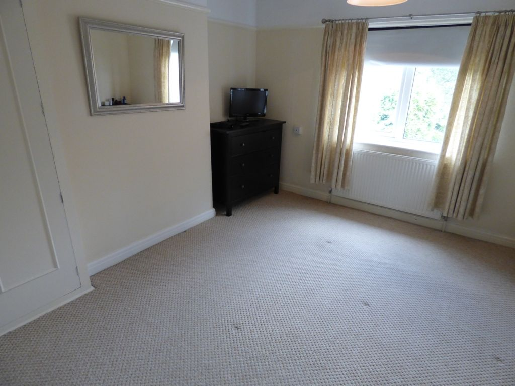 4 Bedroom Semi-detached House For Sale - Photograph 26