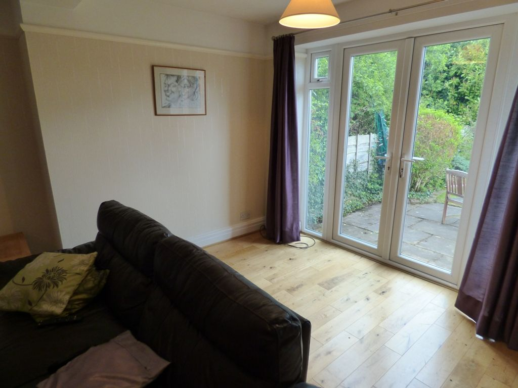 4 Bedroom Semi-detached House For Sale - Photograph 5