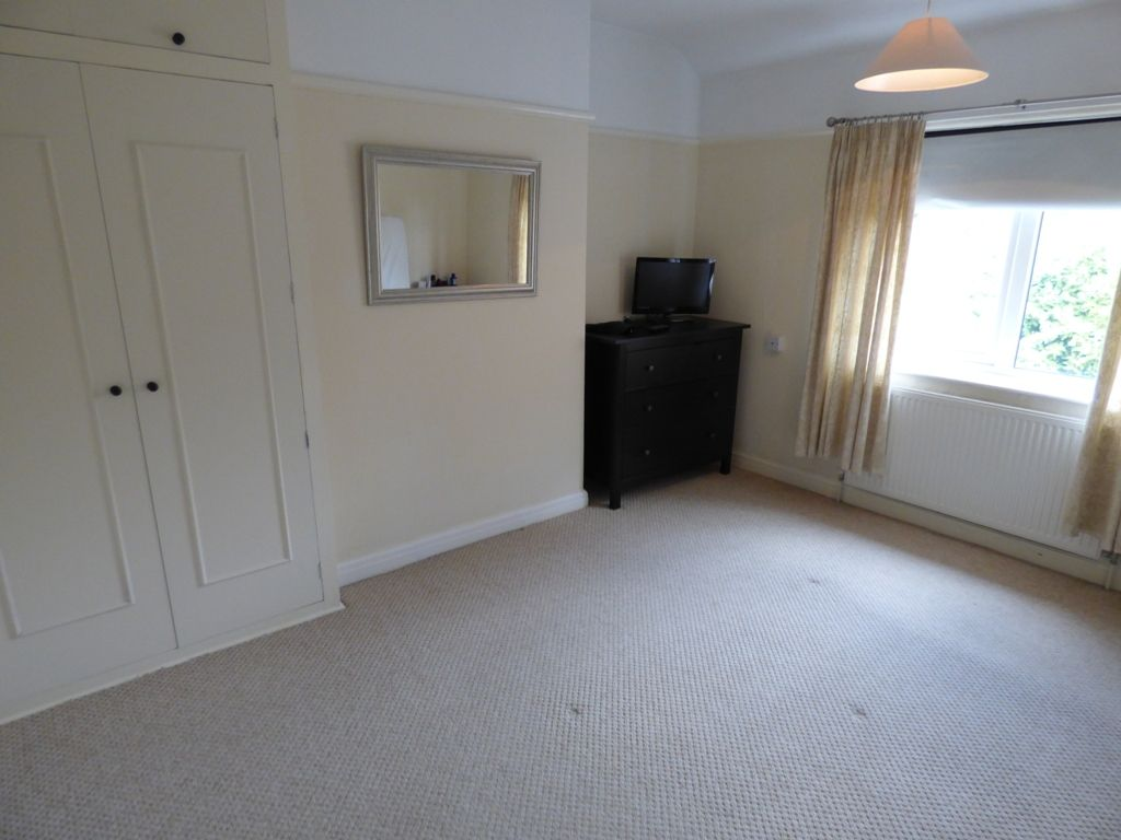 4 Bedroom Semi-detached House For Sale - Photograph 25