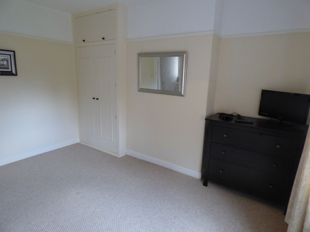 4 Bedroom Semi-detached House For Sale - Photograph 27