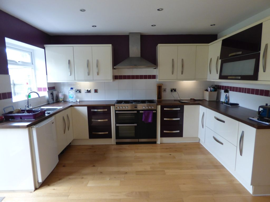 4 Bedroom Semi-detached House For Sale - Photograph 3