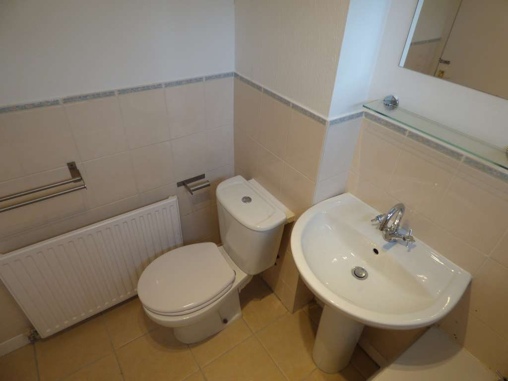 2 Bedroom Apartment Flat/apartment For Sale - Photograph 17