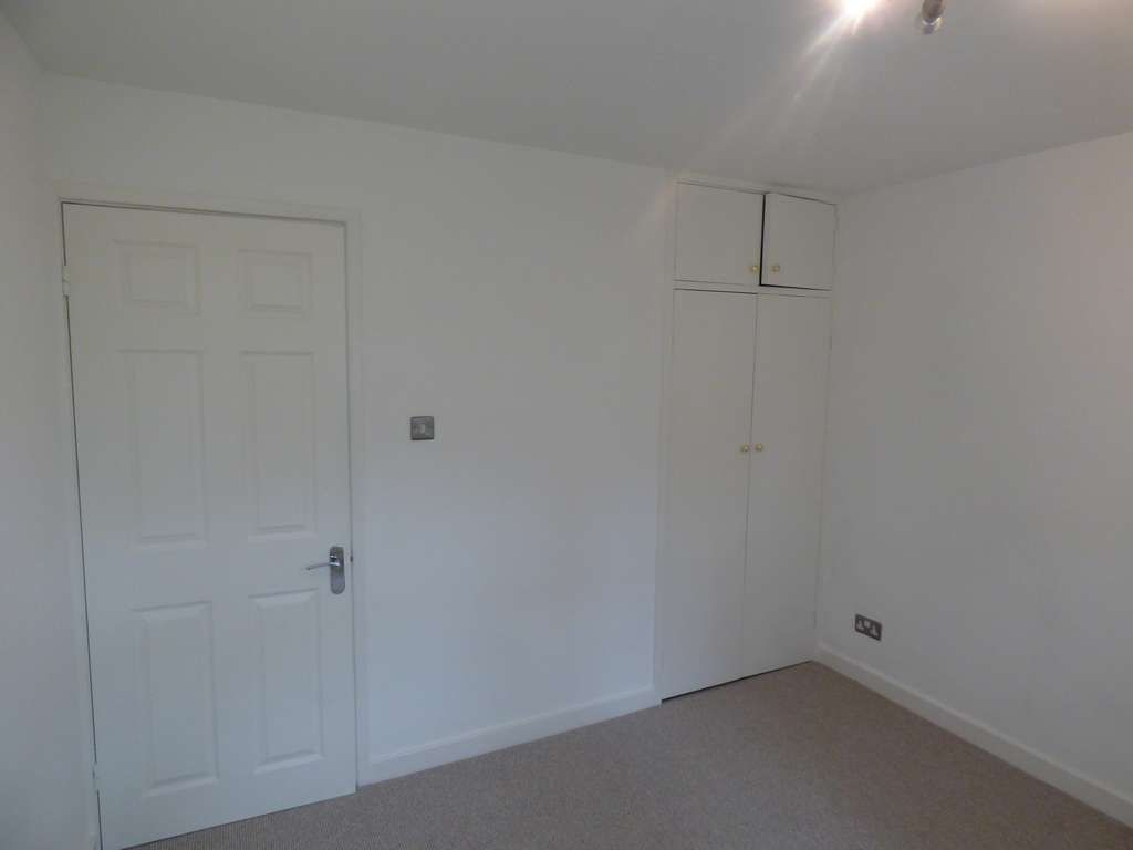 2 Bedroom Apartment Flat/apartment For Sale - Photograph 14