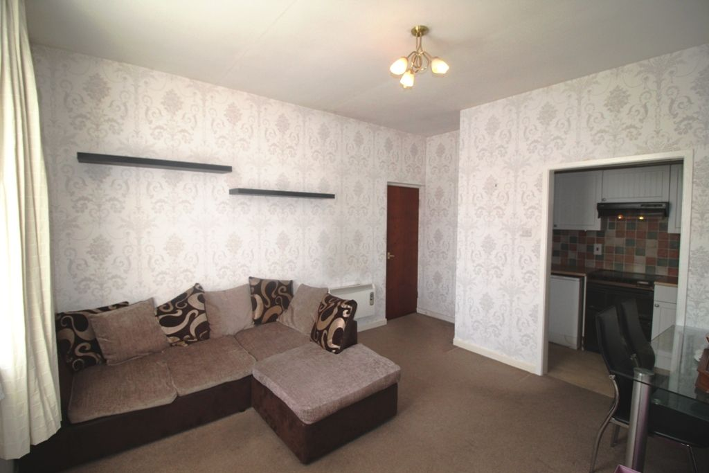 1 Bedroom Ground Floor Flat/apartment For Sale - Photograph 9