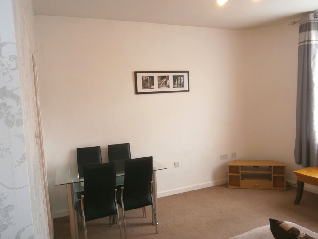 1 Bedroom Ground Floor Flat/apartment For Sale - Photograph 4