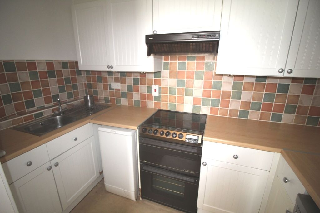 1 Bedroom Ground Floor Flat/apartment For Sale - Photograph 3