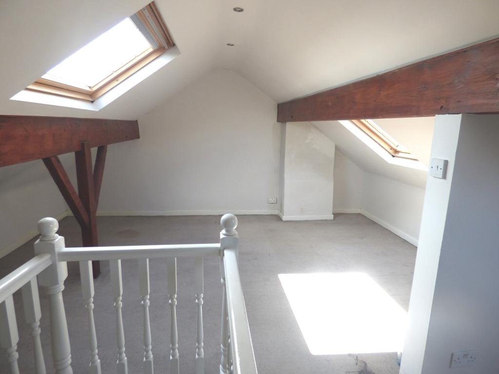 3 Bedroom Semi-detached House For Sale - Photograph 30